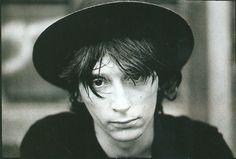 Johnny Thunders Portrait Photo by Kees Tabak Johnny Thunders, Black Sabbath, Film Music Books, Over Dose, Pop Rocks, Interesting Faces, Portrait Photo, Love You So Much, Punk Rock