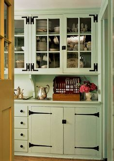 Traditional country kitchens are a design option that is often referred to as being timeless. Over the years, many people have found a traditional country kitchen design is just what they desire so they feel more at home in their kitchen. Kitchen Cabinets Hinges, Vintage Kitchen Cabinets, Kitchen Cabinet Storage, Farmhouse Kitchen Cabinets, Painting Kitchen Cabinets, Kitchen Paint, Painted Cupboards, Kitchen Redo, Country Kitchen Designs