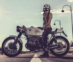 It's a pleasure for us to show you this beautiful cafe racer from BMW. Tag on your photos to be featured . Bmw Cafe Racer, Cafe Racer Girl, Cafe Racers, Bike Bmw, Bmw Motorcycles, Motorcycle Bike, Motorcycle Girls, Custom Motorcycles, Bmw Boxer