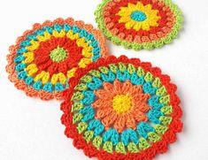 Nightfall - Free crochet pattern for triangle shawl - Annie Design Crochet One Skein Crochet, Crochet Shawl Free, Crochet Motif, Easy Crochet, Crochet Stitches, Crochet Summer, Crochet Lace, Crochet Garland, Crochet Wraps