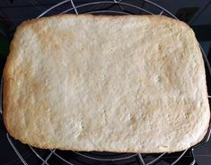 - Zitronen Schnitten Bread, Food, Romanian Recipes, Piano, Sheet Cakes, Home Made, Food And Drinks, Brot, Essen