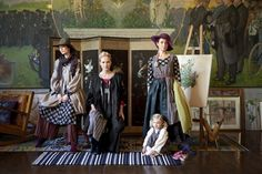 GUDRUN SJÖDÉN  werd in 1941 geboren in het Zweedse Östhammar. Zij  studeerde Mode en Textiel aan de Konstfack Skola in Stockholm en  beha...