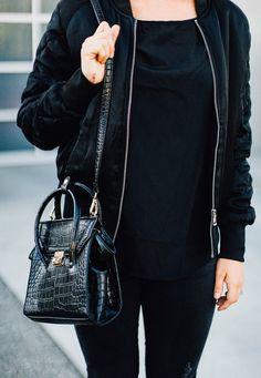 Black zipper PU shoulder bag is the perfect size