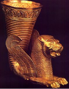 Rhyton (Drinking Vessel) Centuries BCE -- Achaemenid -- Gold -- Belonging to the National Archaeological Museum, Tehran, Iran. Ancient Mesopotamia, Ancient Civilizations, Ancient Egypt, Ancient History, Art History, Achaemenid, Fu Dog, Empire Romain, Ancient Persian