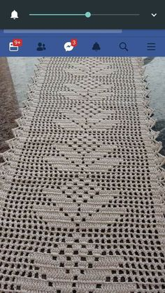 This Pin was discovered by ham Crochet Table Topper, Crochet Table Runner Pattern, Crochet Lace Edging, Crochet Tablecloth, Crochet Doilies, Free Crochet, Doily Rug, Christmas Crochet Patterns, Crochet Flower Patterns