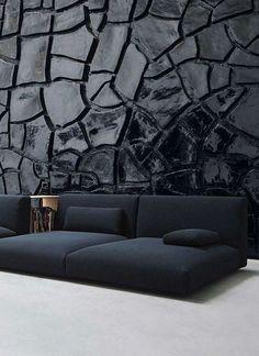 Un mur noir digne d'une oeuvre d'art pour cet intérieur contemporain