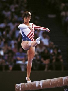 The American gymnast Mary Lou Retton taking part in a competition at Los Angeles Olympics Los Angeles 1984 Dance Senior Pictures, Gymnastics Pictures, Gymnastics Team, Olympic Sports, Olympic Games, Most Popular People, Mary Lou Retton, Popular Sports, Beautiful Young Lady