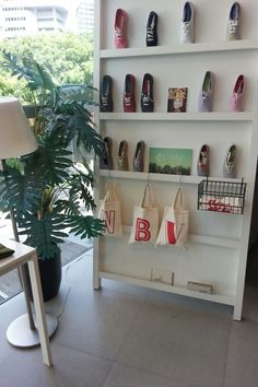 New way to display shoes