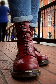 Skinhead Boots, Skinhead Fashion, Skinhead Style, Mens Fashion, Dr. Martens, Dr Martens Boots, Cute Shoes, Men's Shoes, Shoe Boots