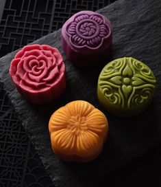If you study abroad in Shanghai, you can try out some of those beautiful mooncakes. Shanghai is famous for its fine dining and great desserts. Shanghai Food, Chinese Moon Cake, Japanese Pastries, Fruit Photography, Breakfast Bars, Great Desserts, Restaurant Recipes, Fine Dining, Food Art