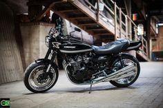 Custombikes von der Elbinsel Krautsand. Handgefertigte Kawasaki Z 900, Cafe Racer, Chopper und weitere Old School Bikes. Spezialisiert haben wir uns auf Kawasaki Z 900 Umbauten.