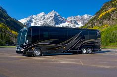For those looking to make a dramatic entrance, contemporary Marathon Coach #1227 in stunning black, pewter and gold delivers. However, that rugged sophistication and elemental sense of glamour doesn't stop at the door. With a strong, bold interior, there's nothing shy about this coach.