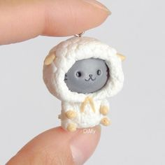 Hello!! Here's one of the new kitties I made for my next Etsy restock! It's a kitty in a sheep onesie It takes longer to make than the…