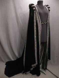 09034596 Robe Womens Renaissance Tudor black velvet silver trim S-M.JPG