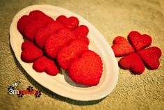 Buckwheat Beet Bites Beets are among the best foods you can add to your dog's diet to provide valuable nutrients, natural vitamins, minerals and antioxidants. Beets contain high concentrations of natural source betaine (a strong antioxidant believed to Dog Treat Cookie Recipe, Dog Treat Recipes, Dog Food Recipes, Homemade Dog Treats, Pet Treats, Dog Diet, Dog Cookies, Natural Vitamins, Dog Snacks