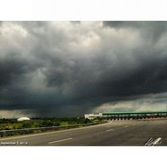 Bye bye #cavite runaway from the #rain #sky #clouds #cavitex #philippines #フィリピン #空 #雲 #雨