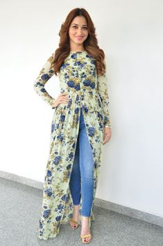 How to wear hijab fashion maxi skirts trendy Ideas – Hijab Fashion 2020 Look Fashion, Hijab Fashion, Indian Fashion, Fashion Dresses, Trendy Fashion, Fashion 2020, Kurta Designs, Blouse Designs, Pakistani Dresses