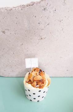 Bienenstich mal anders --> heute auf dem Blog #bienenstichcupcakes #cupcakes #bienenstich #mandeln #vanille #vanillecreme #vanilleteig #lecker #vanillehimmel #blondieundbrownie #foodblog #dessert