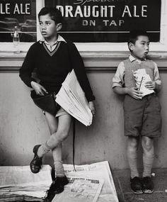 Newspaper Boy, Royal Oak tavern, Wellington, New Zeland, 1960, Ans Westra.