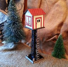Vintage Watchmans' Tower - Lighted Mid Century Louis Marx Toys Model Railroad Accessory