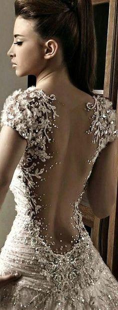 Bordados super ricos.Super válido para um vestido de noiva bacana