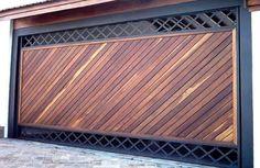 Portão de Madeira EP-305 pode ser revistido com madeira ipê ou jatoba no desenho vertical, diagonal, espinha de peixe ou losango (assoalho, deck ou lambril).