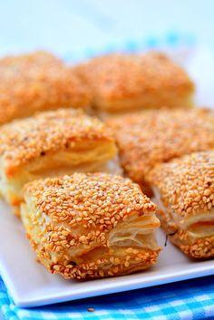 Pillsbury Rolls, Party Fotos, Turkish Recipes, Ethnic Recipes, Delicious Desserts, Dessert Recipes, Bread Shaping, Iftar, Salmon Burgers