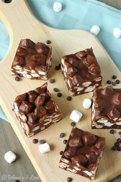 Three-Ingredient Peanut Butter Marshmallow Fudge - Delicious as it Looks Fudge Recipes, Sweets Recipes, Candy Recipes, Yummy Recipes, Cookie Recipes, Chocolate Lasagna Cake, Chocolate Fudge, Chocolate Making, Tasty