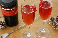 Kir Royal is een heerlijke champagne cocktail voor Oud & Nieuw en nieuwjaarsdag! Maak de Kir Royal zelf met het recept van Cocktailicious.nl