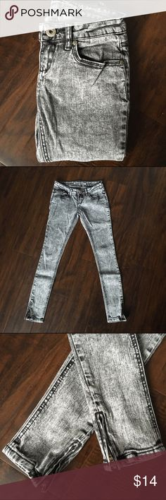 Gray Acid Wash Jeans Super Skinny Acid Wash Jeans with Zippered Ankles. They are a 0 but fit like a 00. Inseam is 26 inches. I am 5'3 and the length is perfect. Could be worn as a crop on a taller girl. Vanilla Star Jeans