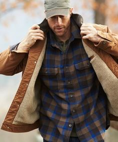 Ditch the Hoodie: Men's Rugged Style Photos) - Suburban Men Men's fashion news and style adv Rugged Style, Style Casual, Style Men, Casual Fall, Style Brut, Mens Outdoor Fashion, Style Costume Homme, Mens Outdoor Jackets, Casual Jackets