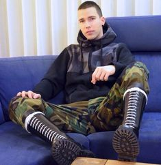 Skinhead Men, Skinhead Boots, Homme Gay Sexy, Mens Leather Pants, Skin Head, Punk Rock Fashion, Men's Fashion, Cute Gay, Man Photo