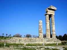 Un po' più a nord troviamo l'ampio Tempio di Apollo Pizio. Con quello che rimaneva, si è potuto ricostruire un angolo del tempio. Gli altri tre edifici e il favoloso Ginnasio costituivano uno dei centri più importanti della vita artistica dell'Antica Rodi.  <3
