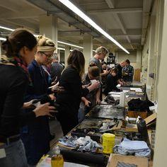 Radier-Workshop - hier kommt keiner mit sauberen Händen raus. #museumfuerdruckkunst #workshop #radierung #kaltnadelradierung #tiefdruck #museumspädagogik #kunstvermittlung #kreativersonntag /// Foto: Museum für Druckkunst Leipzig
