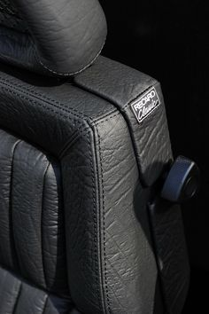 佐々木様のMercedes Benz E500 SPORTS SEDAN 90年代に製造されたドイツ製の自動車シートRECARO, ドイツ工業製品の黄金期に製造された製作コスト度外視の神懸かり的な製品。 神が宿るか宿らないかは別にして20年〜30年が経過し...