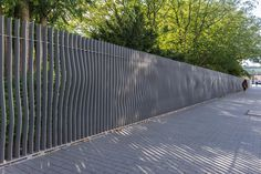 A24-Fence—Sourrounding-the-park-like-a-sash « Landscape Architecture Works | Landezine