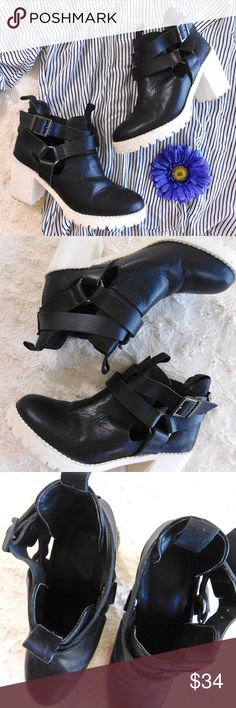 """Zara Trafaluc Platform Rubber Sole Ankle Boots In excellent used condition, please note the minor scuffing on the back heels and slight wear on the soles. These give you a little extra height and have a nostalgic 90's vibe to them! Size 36 {EU}, 1"""" platform, 3"""" heel. Leather upper/manmade sole. Made in Spain. Smoke/pet free home. Ask all questions before buying💓 NO trades!❌🙅🏻 Bundle for a discount!🎉 Zara Shoes Ankle Boots & Booties"""