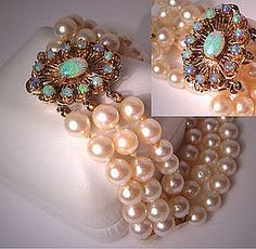 Australian Opal Pearl Bracelet with 14K Gold Clasp, an Exceptional Piece of Fine Estate Jewelry circa 1950.