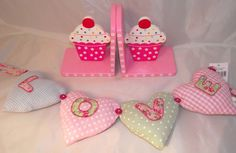Gisela Graham Cupcake Bookends And Heart Garland