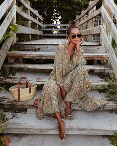 Free People Feeling Groovy Dress as worn by Julie Sariñana of Sincerely Jules. The aviator sunglass trend this Fall Get Fall Outfits for School You Need To Good Wear Now Boho Fashion, Autumn Fashion, Fashion Outfits, Womens Fashion, Dress Fashion, Fashion Ideas, Classy Fashion, Fashion Black, Petite Fashion