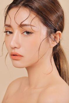 korean makeup – Hair and beauty tips, tricks and tutorials Body Makeup, Beauty Makeup, Hair Makeup, Hair Beauty, Soft Eye Makeup, Beauty Skin, Soft Natural Makeup, Light Eye Makeup, Makeup Style