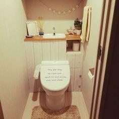 賃貸のありふれたトイレや、マイホームを建てたけれど予算の都合などでタンクレストイレに出来なかった…という方必見!自分でもタンクレス風にDIYが出来る上に、同時に収納スペースまで確保出来るんです。原状回復ももちろんOKですよ♡