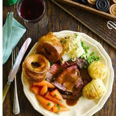 You can prepare this simple Yorkshire pudding recipe up to three hours ahead. Yorkshire Pudding Dishes, Yorkshire Pudding With Gravy, Roast Dinner Yorkshire Pudding, Fall Recipes, Dinner Recipes, Uk Recipes, Delicious Recipes, Family Fresh Meals, Sunday Roast