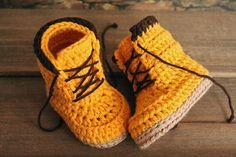 Woodsmen boots crochet pattern by Inventorium