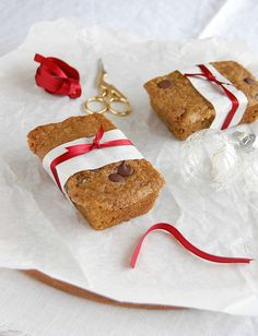Gingerbread chocolate chip muffins / Muffins de gingerbread com gotas de chocolate by Patricia Scarpin, via Flickr