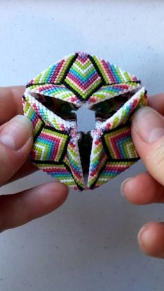 how to make a beaded kaleidocycle Peyote Beading Patterns, Loom Patterns, Loom Beading, Bead Jewellery, Seed Bead Jewelry, Beaded Jewelry, Seed Beads, Seed Bead Crafts, Crystals