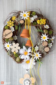 Wreath Crafts, Diy Wreath, Decor Crafts, Diy Crafts, Diy Spring Wreath, Spring Crafts, Easter Wreaths, Holiday Wreaths, Box Of Sunshine