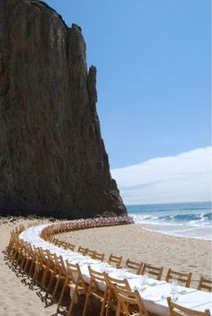 This is the perfectttt idea for a beach reception.