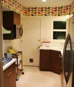 orla kiely wallpaper in the kitchen is a smart way to make an old kitchen look vintage-modern instead of tired