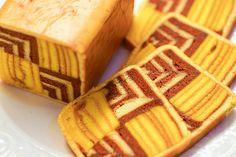 Brown & golden color : Sarawak layer cake